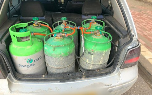 נמנע אסון: נתפס נהג שהתקין 10 בלוני גז ברכב פרטי במטרה לבצע הסבה פיראטית להנעה בגז