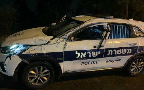 נהג רכב שיכור סטה מנתיב הנסיעה והתנגש בניידת משטרה
