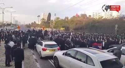 מחאת הקצונים: כביש 4 נחסם לתנועה ממחלף מורשה לאלוף שדה למספר שעות – 18 מפגינים נעצרו