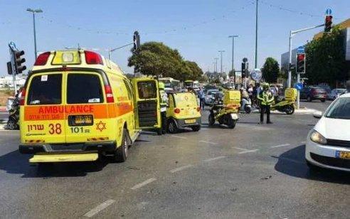 ילד בן 6 נפצע בינוני ואביו קל בתאונה בין 2 רכבים בנתניה