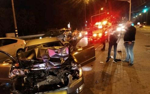 פצוע בינוני וארבעה קל בתאונה בין אוטובוס ו-3 רכבים סמוך לצומת יסודות