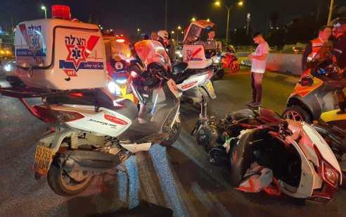 רוכב אופנוע כבן 30 נפגע מרכב בכביש 4 ביציאה מבני ברק – מצבו בינוני עד קשה