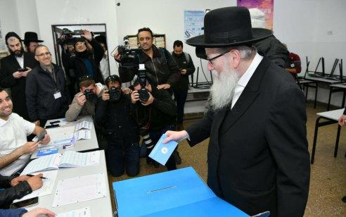 """שר הבריאות יעקב ליצמן הצביע בקלפי בירושלים: """"התשובה שלנו למסע ההסתה נגד הציבור החרדי היא בקלפי"""""""