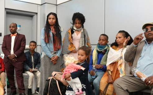 העלייה נמשכת: הלילה נחתה בישראל קבוצה של 72 עולים מבני הפלשמורה באתיופיה – 961 עלו מתחילת החודש