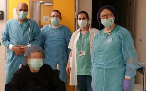 בשורה משמחת: מטופלת בת 94 החלימה מקורונה במרכז הרפואי שערי צדק ושוחררה לביתה