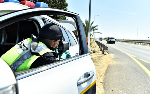 """פעילות האכיפה נגד עבירות תנועה: במהלך סופ""""ש נרשמו כ-2,100 דו""""חות בגין עבירות מסכנות חיים ובריונות כביש"""