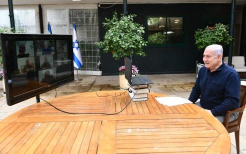 """נתניהו שוחח עם חיילים בודדים: """"נעשה מאמץ שבגמר החג יתאפשר להוציא חלקים מאזרחי ישראל החוצה"""""""