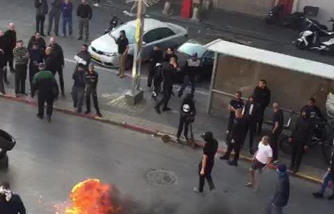 יפו: מהומות, שריפת צמיגים ומעצרים לאחר שהמשטרה הגיע לאכוף את הוראות משרד הבריאות   צפו