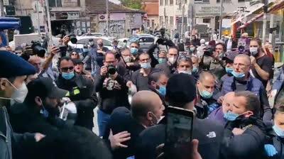 צפו: הפגנה בשוק מחנה יהודה בירושלים על רקע דרישה לפתוח את המקום – מפגין נעצר במהלך עימותים עם המשטרה