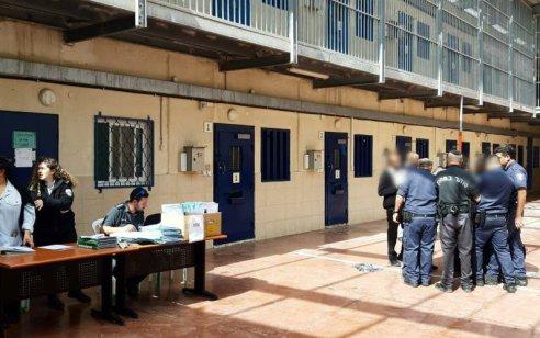 """מחבל פת""""ח ששפוט ל-8 שנים בכלא קציעות אותר מחוסר הכרה בתאו ומת בבית חולים"""