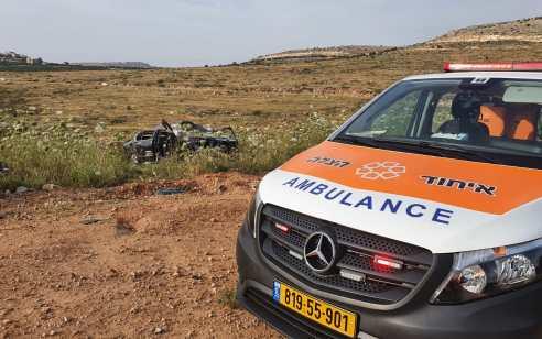 שלושה צעירים נפצעו בהתהפכות רכבם בכניסה לבית אריה