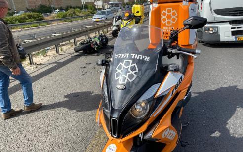 רוכב אופנוע בן 38 נפצע בתאונה סמוך למחלף גנות – מצבו בינוני