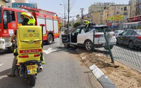 נהג רכב כבן 30 נפצע קשה לאחר שהתנגש במעקה בטיחות בראשון לציון