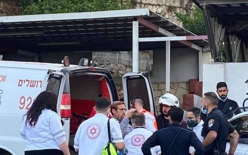 """ח""""כ לשעבר יהודה גליק הוכה כשיצא מבית משפחת הצעיר שנורה למוות בירושלים – מצבו קל"""