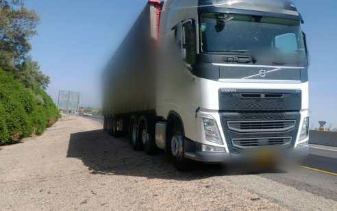 דיווח בזמן אמת הוביל את השוטרים לעצור נהג משאית במשקל 46 טון כשהוא נוהג בשכרות ומסכן נהגים