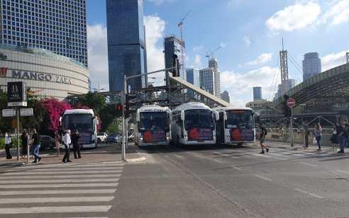 מחאת נהגי ההסעות: אוטובוסים חוסמים את היציאה מאיילון דרום במחלף השלום