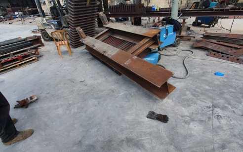 מתקן ברזל נפל על פועל במסגריה בחיפה – מצבו קשה