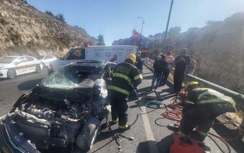 הרוג ופצוע קשה בתאונה עם מעורבות שני כלי רכב ומשאית בסמוך לנווה דניאל