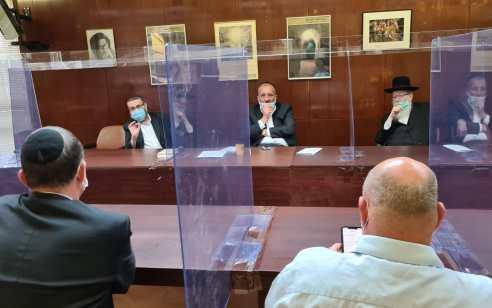 """ש""""ס ויהדות התורה סיכמנו עם אדלשטיין וגמזו: מספר המתפללים בבתי הכנסת יגדל לקראת ט' באב"""
