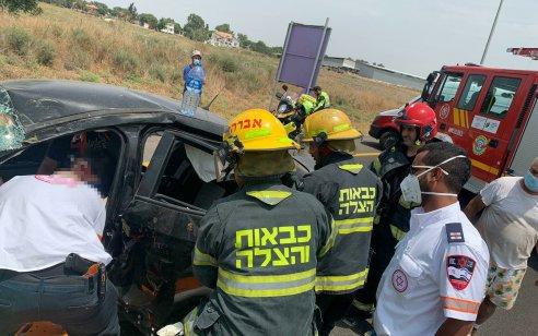 נהגת רכב כבת 25 נפצעה בינוני בתאונה בכניסה לקיבוץ גזר