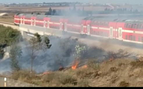 תנועת הרכבות בין אשקלון לבאר שבע נעצרה לזמן קצר בעקבות מטען עם בלונים שנחת על פסי הרכבת