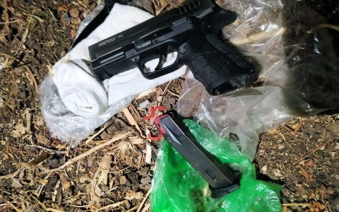 לוד: שני אקדחים נתפסו בפעילות כוחות המשטרה בעיר