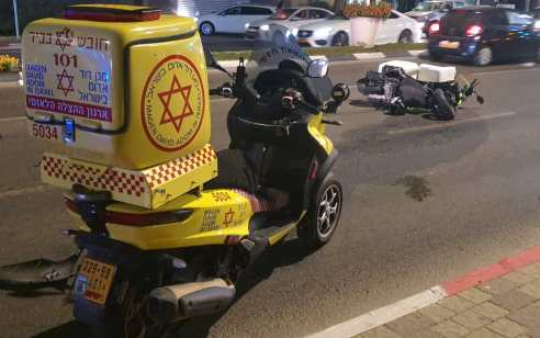 צעיר כבן 25 שרכב על אופנוע נפצע בתאונה בהרצליה – מצבו קשה