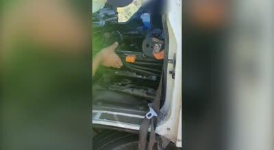 צפו: שוטרים השביתו משאית ל-30 ימים בשל ליקויי בטיחות חמורים ופסלו את רישיון הנהיגה של הנהג