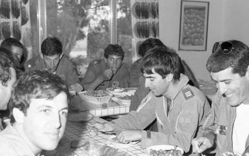 34 שנים בלעדי רון ארד: ארבעת חבריו מקורס הטיס ומהטייסת נזכרים בתקופה ושופכים אור על דמותו