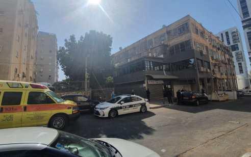 חשד לרצח: גבר כבן 60 נמצא בבית בנתניה כשהוא דקור ללא סימני חיים – הנסיבות נבדקות