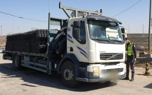 נהג משאית נתפס מוביל מטען עם חריגה של 54% מהמותר – המשאית הושבתה למשך 30 ימים