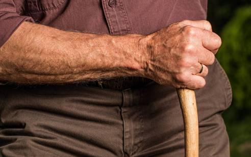 מטפלת מאוקראינה נעצרה בחשד לתקיפת קשיש בפתח תקוה