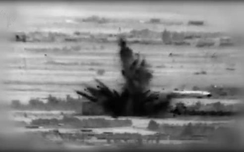 """צפו: תקיפות צה""""ל הלילה בסוריה בעקבות הנחת המטענים"""