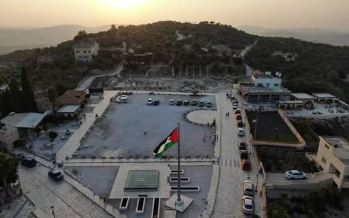 """דגל אש""""ף מעל בירת ממלכת ישראל"""
