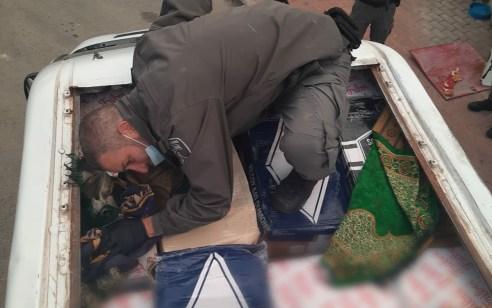 הוסלק בדופן כפולה של גג הרכב: נתפס חשוד שניסה להבריח בשר לישראל ממעבר חיזמה | תיעוד