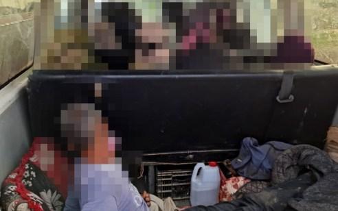 תושב הנגב נתפס מסיע ברכבו נוסעים מעל המותר כאשר נוסע אחד יושב בתא האחורי