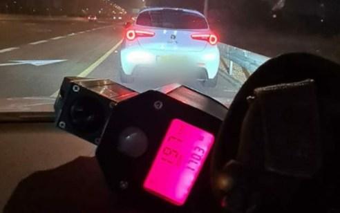 """נהג חדש בן 19 תושב אום אל פאחם נתפס במהירות מופרזת של 197 קמ""""ש בכביש 2"""