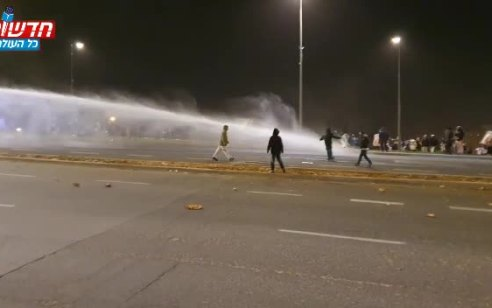 ירושלים: אלפים הפגינו מול המטה הארצי במחאה על הרג הנער אהוביה סנדק – 21 נעצרו | צפו