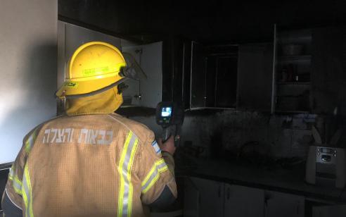 פצוע קל משאיפת עשן בשריפת במבנה בבאר יעקב