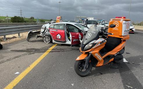 פצוע בינוני ופצוע קל בתאונה בכביש 1