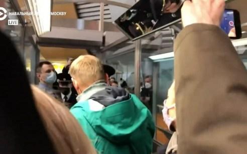 לאחר נחיתתו במוסקבה: מנהיג האופוזיציה נבלני נעצר על ידי הרשויות
