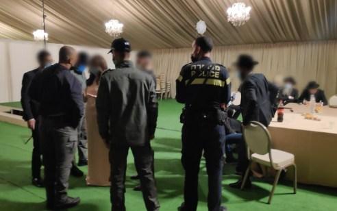 """המשטרה פיזרה חתונה בכפר חב""""ד – במקום אותר חולה קורונה מאומת"""