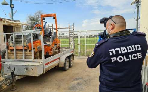"""שני תושבי הנגב נעצרו בחשד שגנבו כלי צמ""""ה אמש מאתר בניה ביישוב אום בטין"""