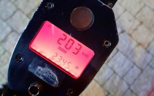 """בת 20 מבאקה אל גרבייה נתפסה נוהגת במהירות חריגה של 203 קמ""""ש בכביש 20"""