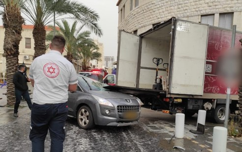 נהגת רכב כבת 60 נהרגה מפגיעה ברמפת משאית בחיפה