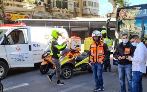 במהלך הפגנה: גבר ואשה נפגעו מאוטובוס בתל אביב