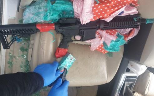 תיעוד: מסתערבים עצרו 2 חשודים בסחר באמצעי לחימה כשברשותם נשק החשוד כ- M-16