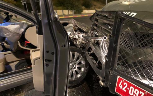 """בתום מרדף משטרתי: נעצרו 2 ערבים החשודים בפריצה לאחר שהתנגשו ברכב מג""""ב במעבר חיזמא"""