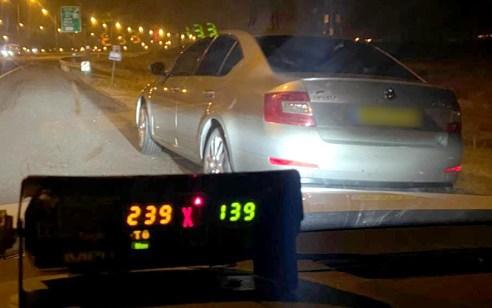 """תושב הפזורה בן 24 נתפס נוהג במהירות מופרזת של 239 קמ""""ש בכביש 6"""