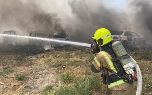 """שריפה גדולה פרצה במושב זיתן סמוך לנתב""""ג – תושבים פונומבתיהם"""